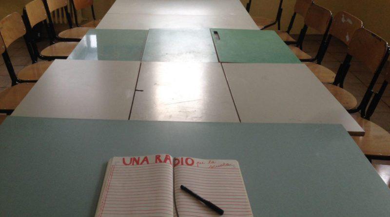 """Un grande tavolo per parlare. Inizia così il laboratorio di radio della """"Media Mazzini"""""""