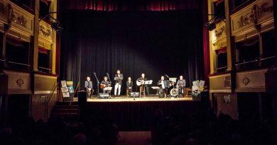 """La scuola apre alla città : al Teatro Fenaroli di Lanciano palchi gremiti per """"Canti sul Mare"""""""