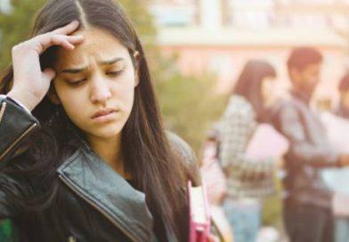 Riempire le giornate dei figli con mille impegni causa stress e ansia.